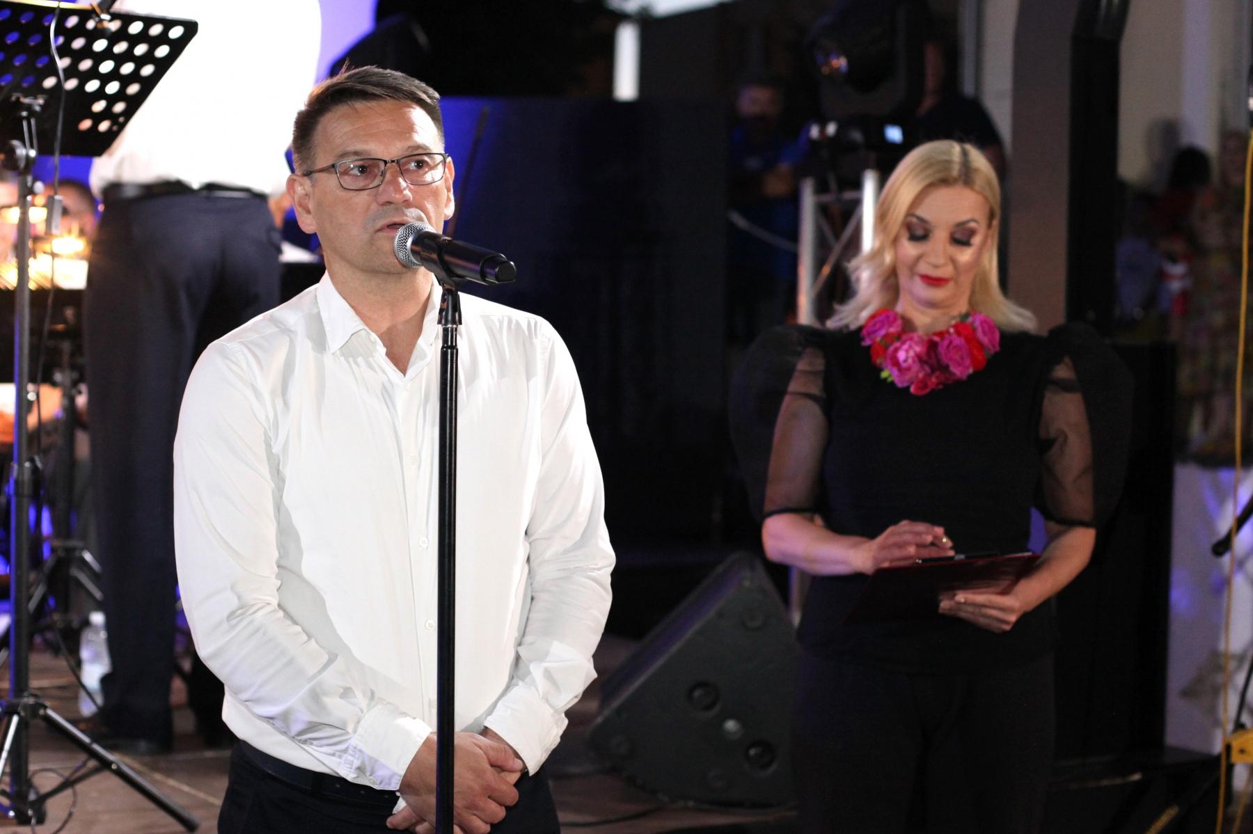 Manifestaciju je službeno proglasio otvorenom gradonačelnik Dalibor Ninčević