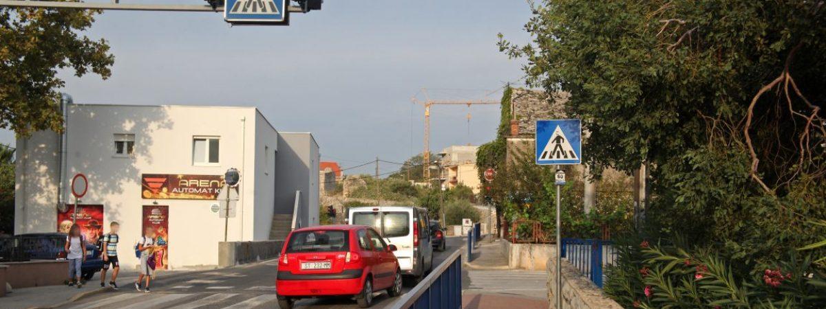 U NEPOSREDNOJ BLIZINI OSNOVNE ŠKOLE DON LOVRE KATIĆA OTVOREN AUTOMAT KLUB  »Niz voćkica« u najmlađem gradu