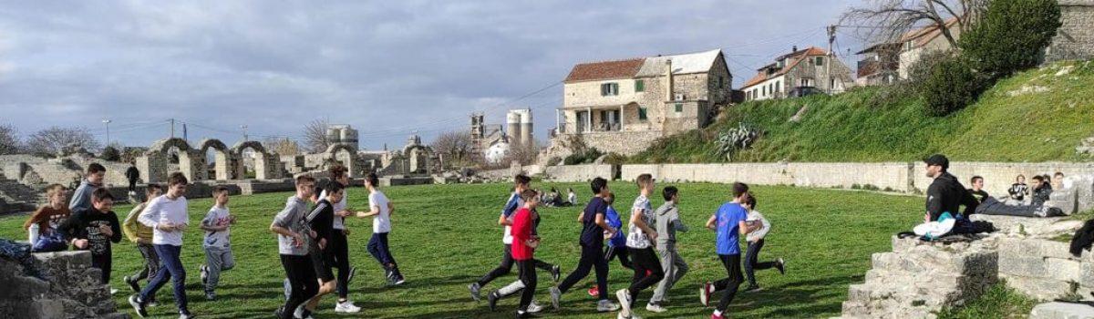KOŠARKA: ZABRANA TRENIRANJA OSTAVLJA OZBILJNE POSLJEDICE – Seniori na čekanju, a juniori trče po Starinama!